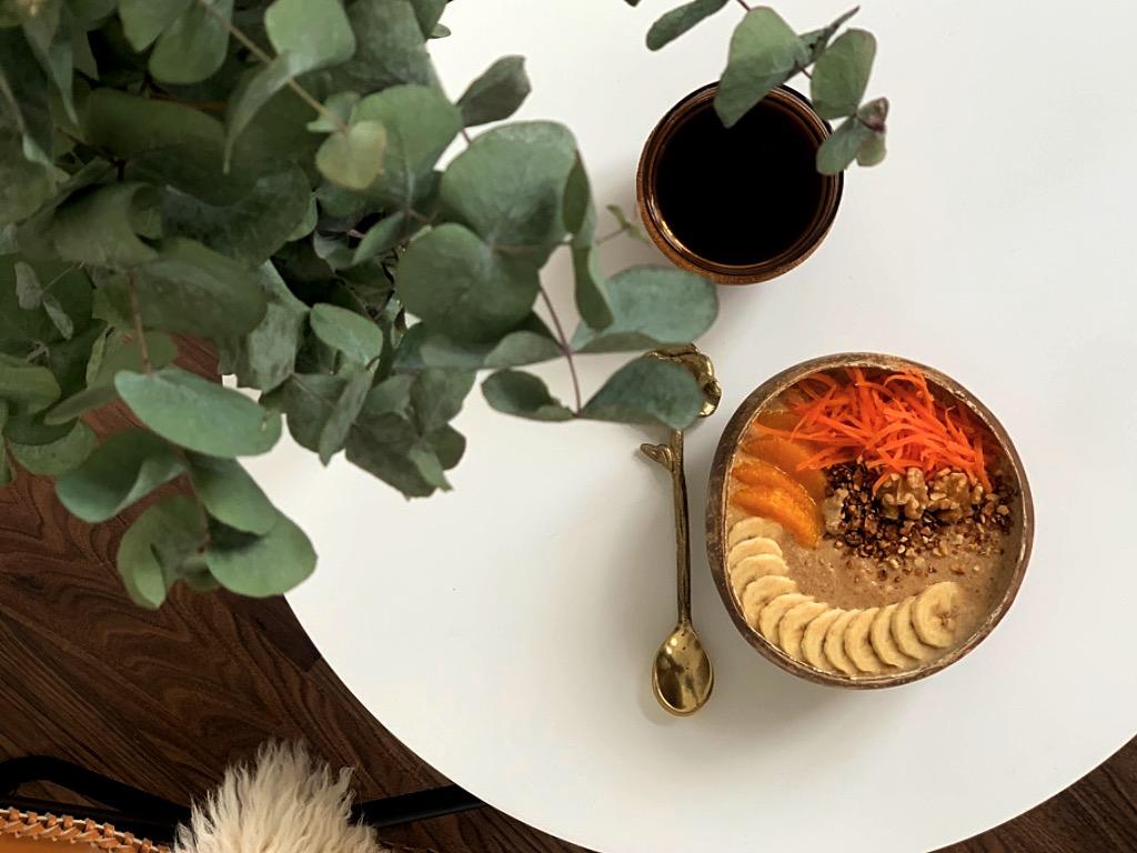 Mein Lieblingskuchen als Breakfast Bowl: Carrot Cake mit knackigen Walnüssen, saftigen Möhren und feinen Gewürzen.