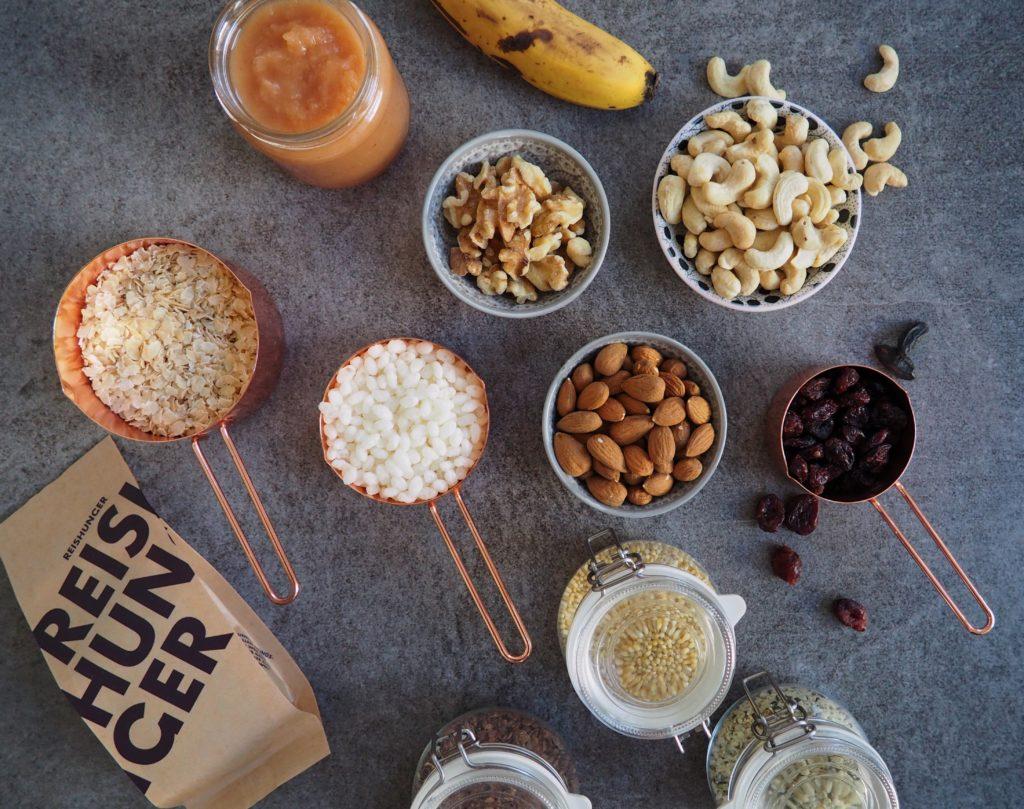Zuckerfreies Crunchy Granola mit Reisflocken, Reispops, Hirse, ganz viel Nuss, Apfelmus, Banane, ...