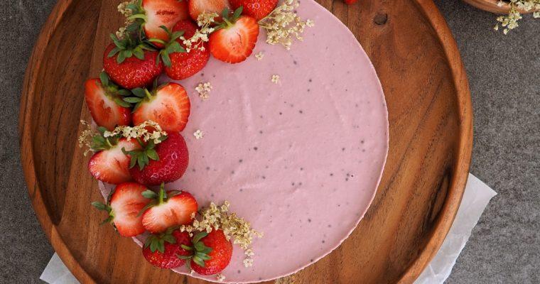 Veganer Erdbeer Raw Cake