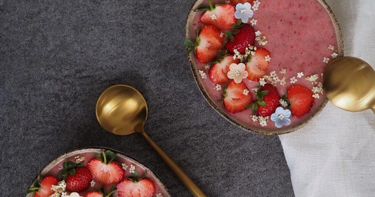 Erdbeer Smoothie Bowl