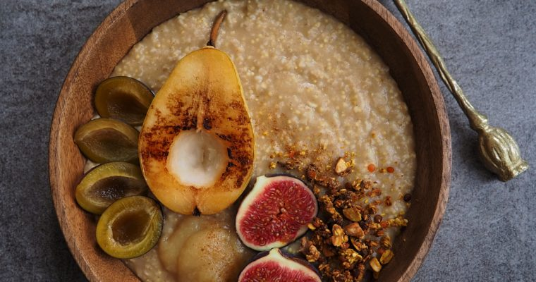 Apfel Porridge mit warmer Birne